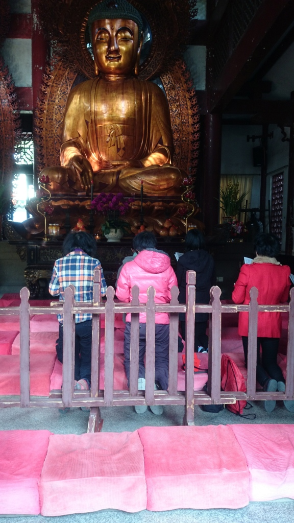 Guangzhou has many such neighbourhood temples and monasteries. It's fascinating that they are still around and thriving despite communism. Especially during the fifties, when religion was frowned upon.