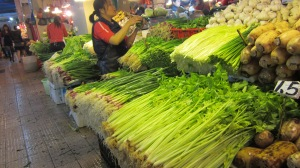 Fresh veggies is a must in Cantonese food.